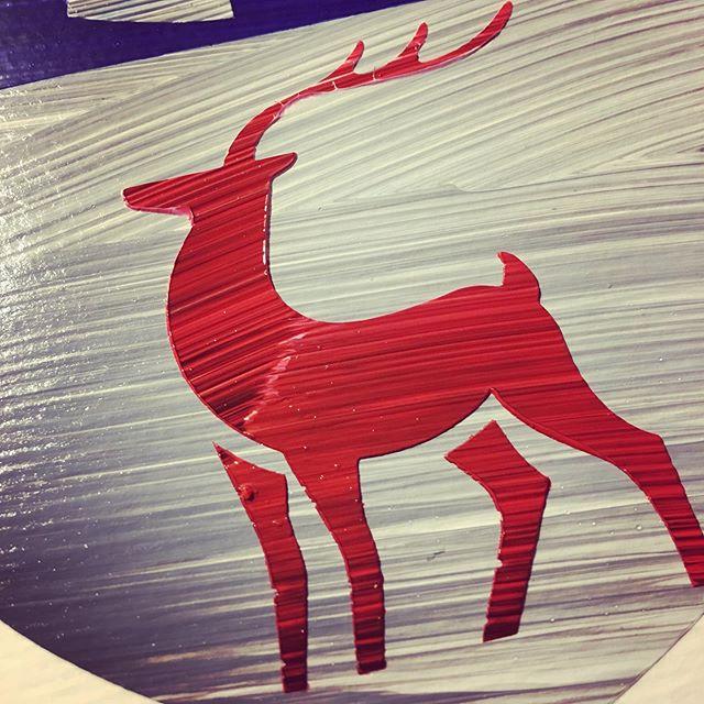 Doe, a deer, a female deer... 🦌 #irishdesign #coatofarms #weddinggifts #heraldry #giftsforher #giftsforcouples #wedding #ireland #deer #artdaily #paint