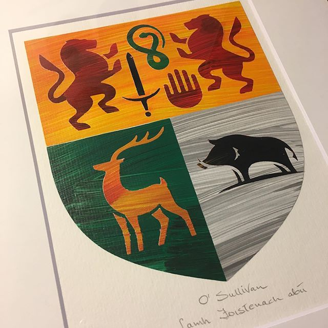 O'Sullivan Coat of arms finished and ready to be shipped. ☘️#osullivan #coatofarms #ireland #irishgift #birthdaygiftideas #irishdesign  #paint #art #secondjob #tuesday