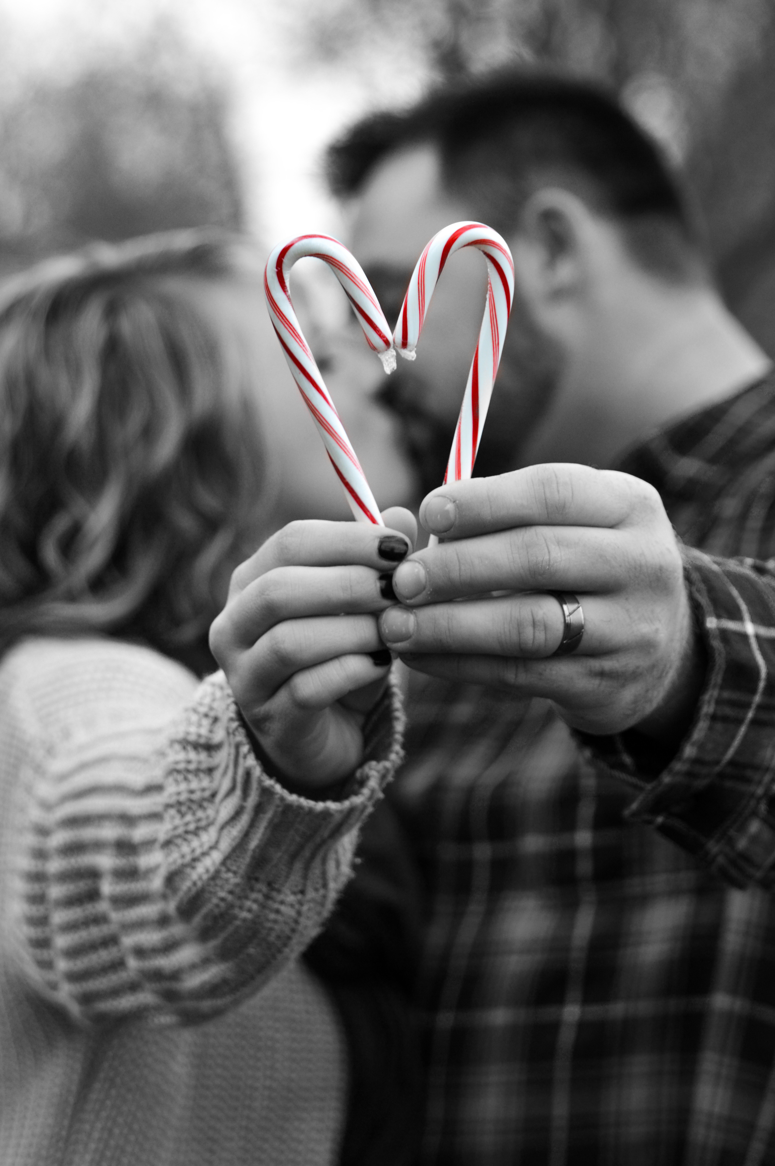 couplesphotos-candycaneheart-familyphotography-joplinmissouri-photosbyariel