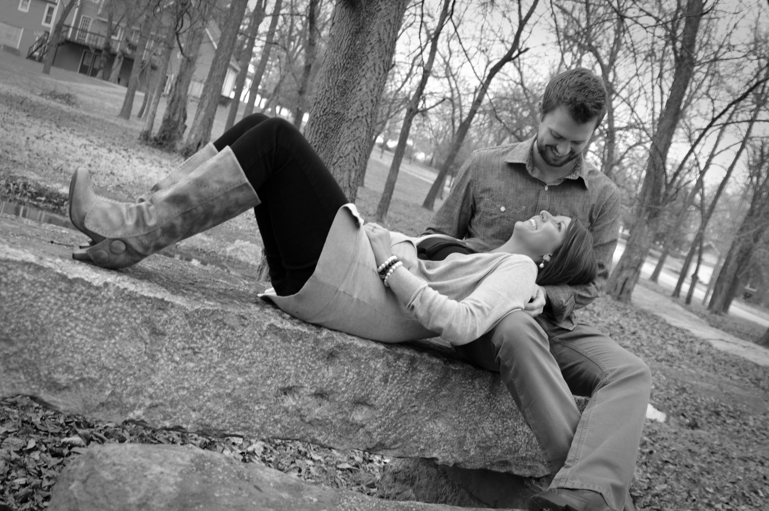 headinthelap-couplesportraits-joplinmissouri-familyphotographer-photosbyariel