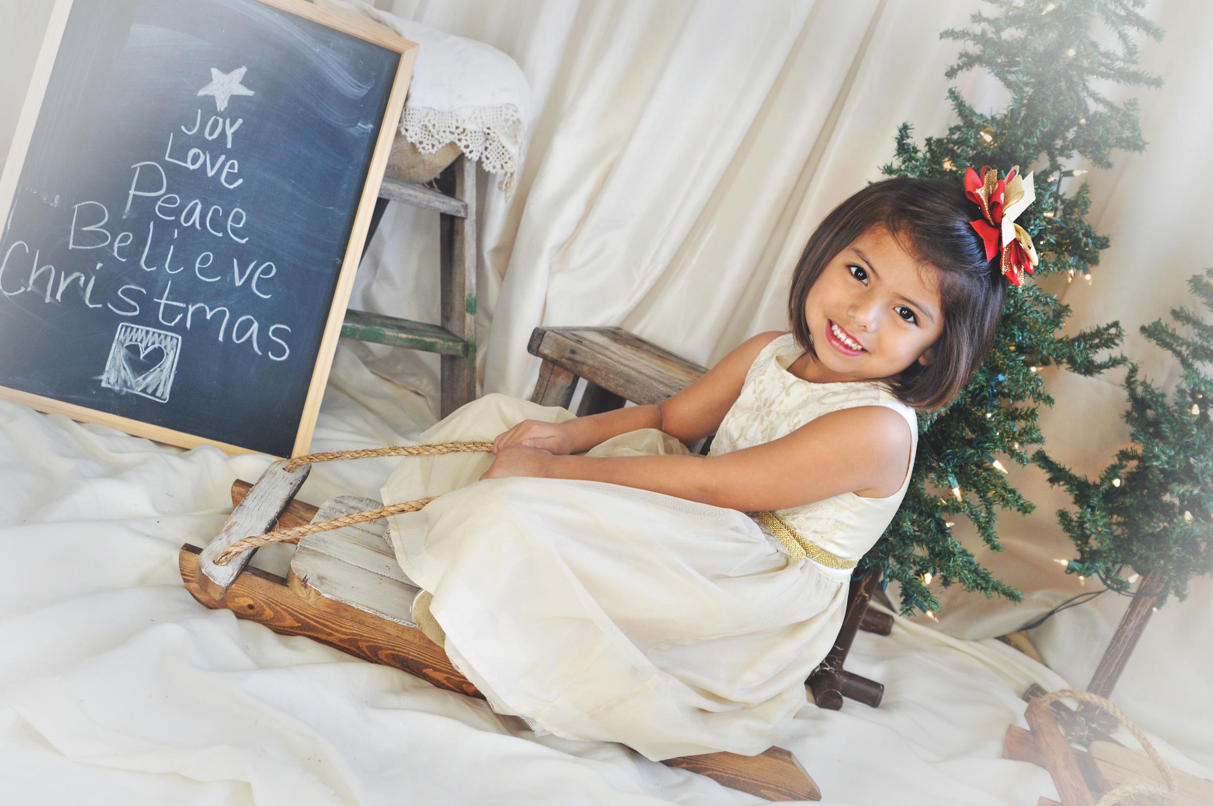 littlegirlonsled-christmas-childphotography-joplinmissouri-photosbyariel