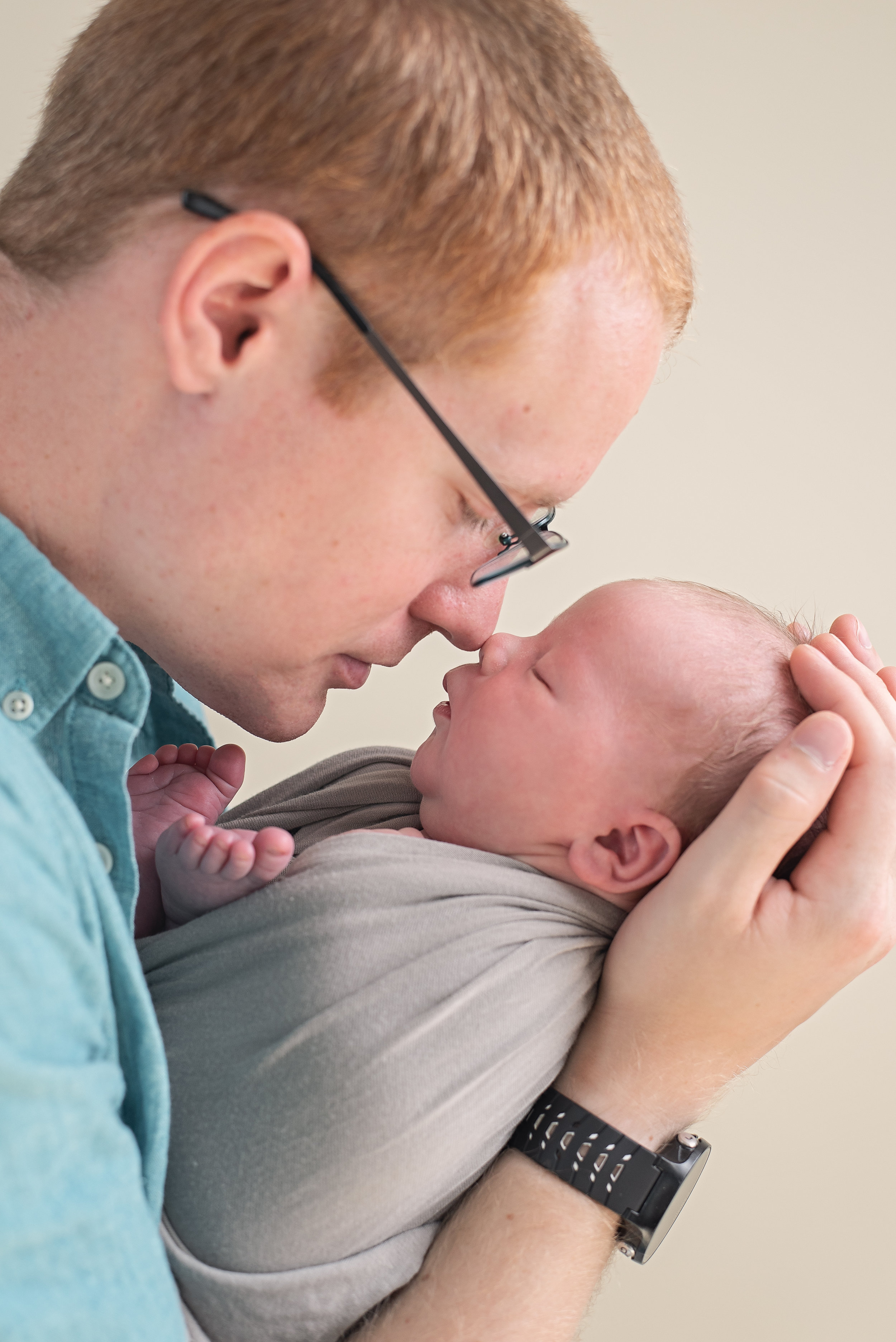 dad nose to nose with newborn