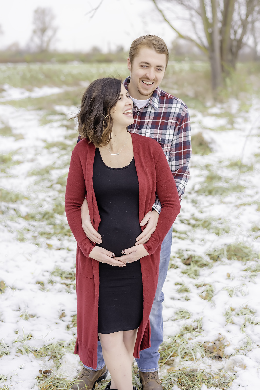 photos by Ariel- maternity session in the snow