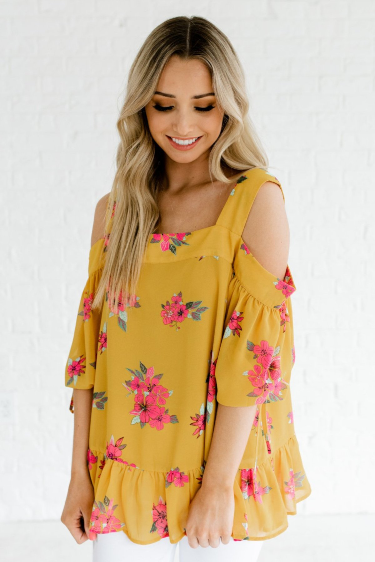 Hibiscus_Honey_Yellow_Cold_Shoulder_Top_22e3d65a-a2a7-4780-832d-d573fb566648_2000x.jpg