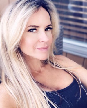 Victoria Malin Gregory, Integrative Nutritionist and founder of NEWTRITION NEW YOU