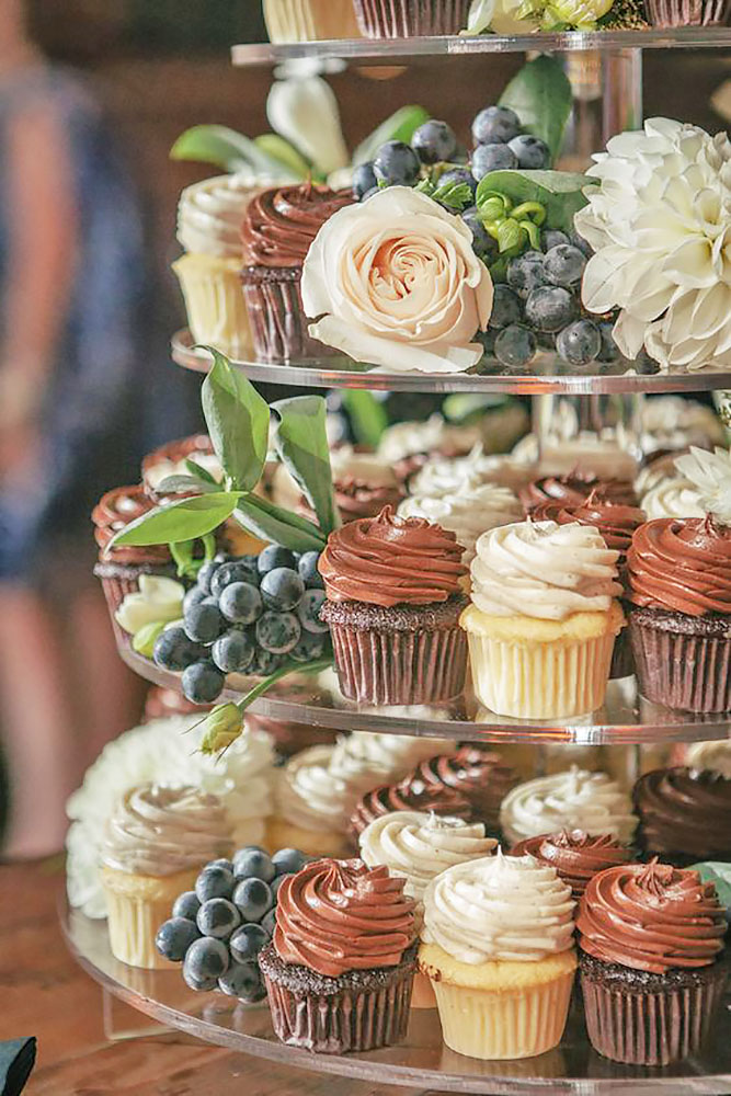 сhocolate-wedding-сupcake-ten-2-ten-photography.jpg
