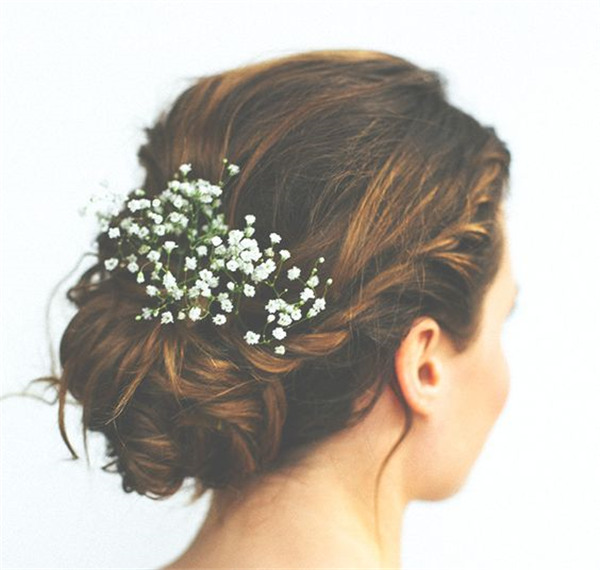 Babies-breath-is-always-pertect-for-wedding-updo.jpg
