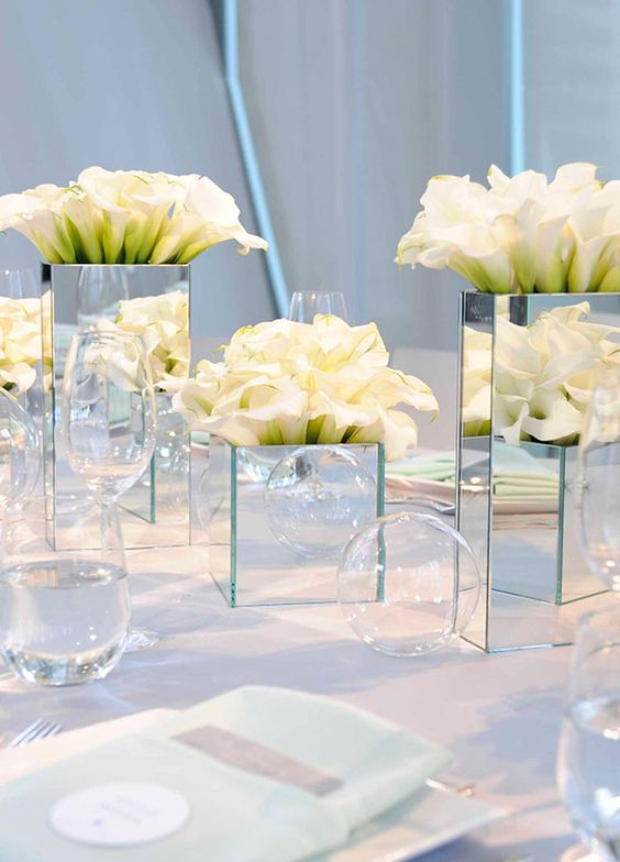 The-architectural-shape-and-variety-of-colors-make-calla-lilies-well-suited-for-anything-from-a-modern-ballroom-reception-to-an-intimate-ceremony-on-the-beach.jpg