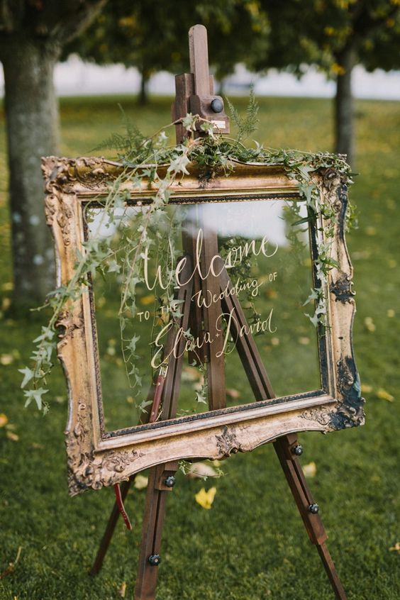 Welcome-wedding-sign-on-glass-in-gold-frame.jpg