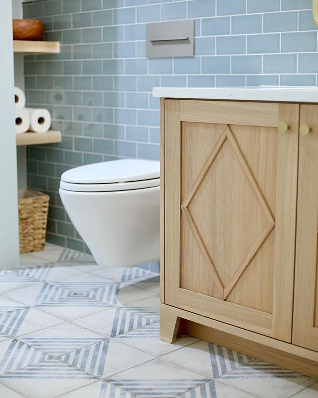 This gorgeous bathroom floor has me like ❤️😍🤭 Okay, so - I should say, finish selection doesn't always turn out the first time - I know, shocking.  Real life isn't an HGTV show 😉 Our first selection for this bath was a penny round white tile, and honestly it just didn't work when we had it installed.  So, when we found this gorgeous Spanish porcelain tile, it was love at first sight. Sometimes not succeeding the first time leads to something better 👌🏻 @urbanconversion @shegrowsflowers  #masterbath #bathdesigner #designersofinsta #cementtile #bathremodel #kitchenandbathdesigner #farmhouse  #glasssubwaytile #interiordesigner #coloradohomes #riftsawnwhiteoak #organicdesign