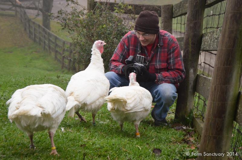 2014_10-22_fsny_joel_anderson_visit_dsc_3089_credit_farm_sanctuary.jpg