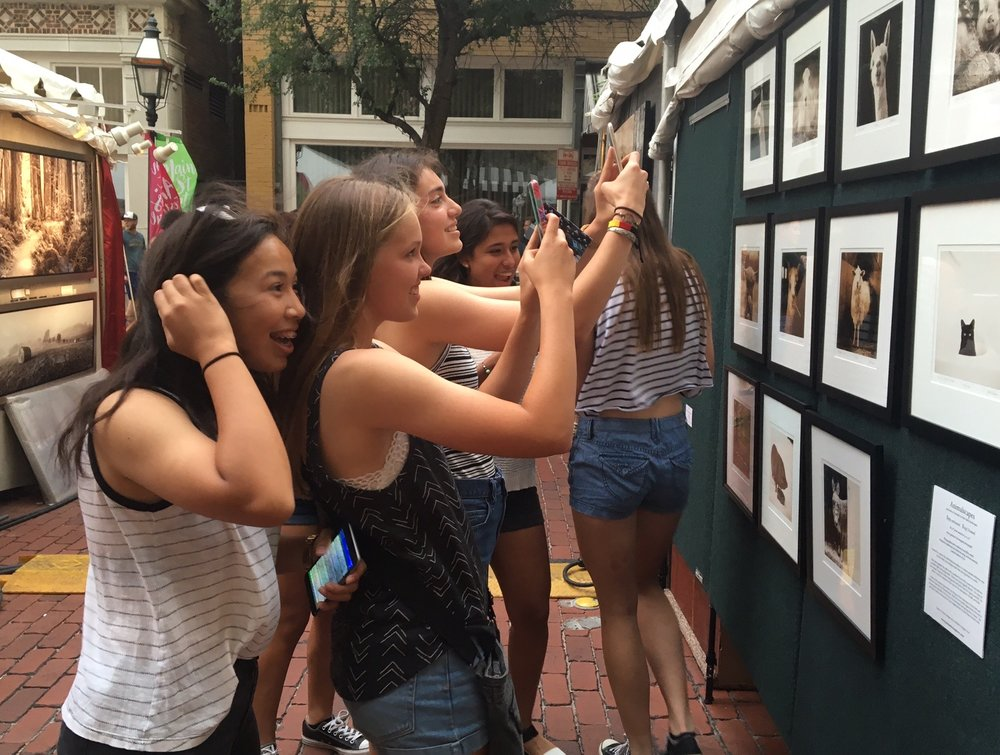 Customers viewing small animal photographs in my booth at Main Street Fort Worth 2017
