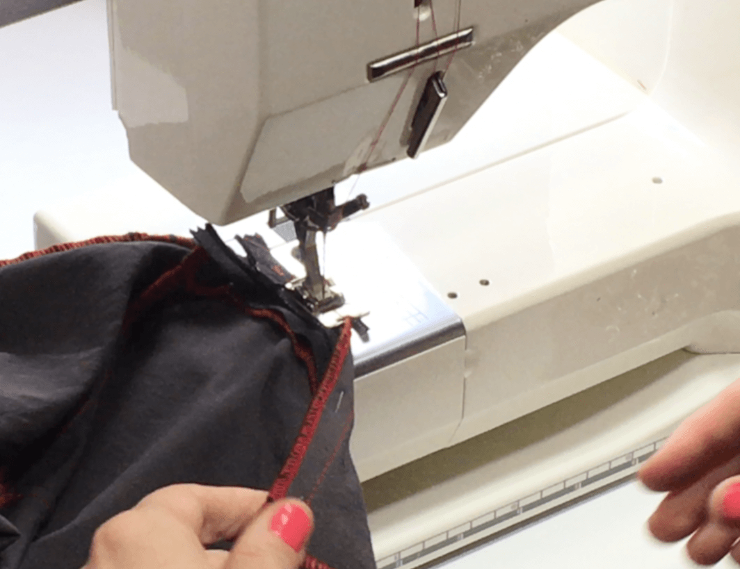 In this video and written tutorial, I'm sharing this with you the technique I use every time to put in an invisible zipper. I used to HATE THEM, but ow I use invisible zippers almost exclusively on all of my clothes. Click through to watch and learn!