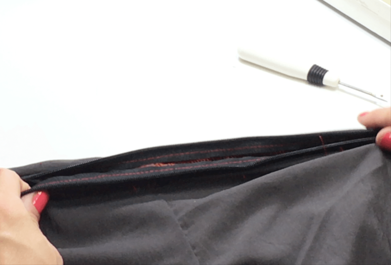 In this video and written tutorial, I'm sharing with you the technique I use every time to put in an invisible zipper. I used to HATE THEM, but now I use invisible zippers almost exclusively on all of my clothes. Click through to watch and learn!