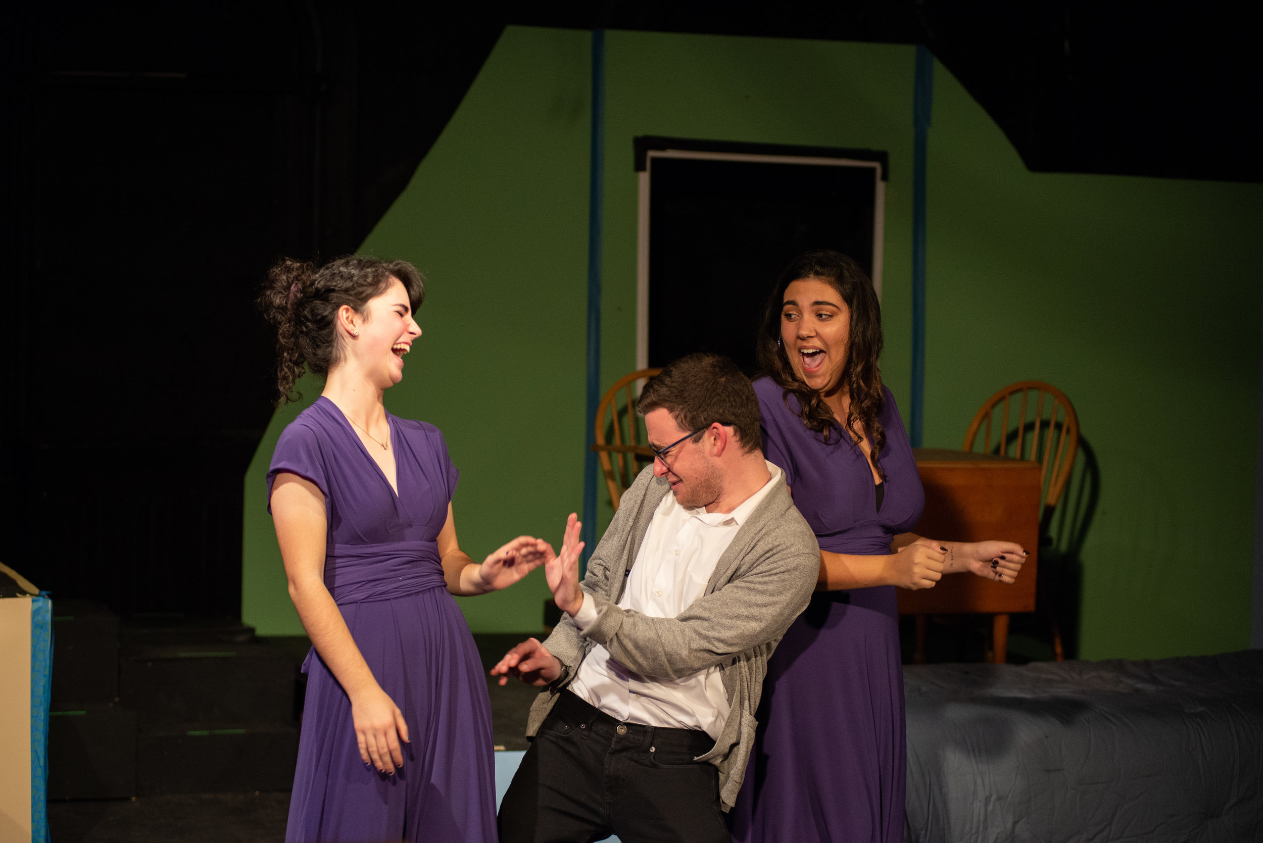 Steph Bradli (Laura), John Lerman (Jordan), Sabrina Dunn (Vanessa)