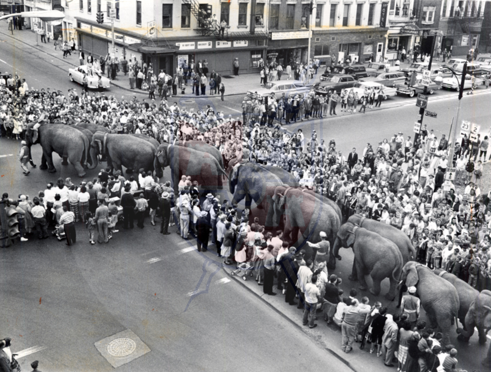 DOWNTOWN CIRCUS, 1960