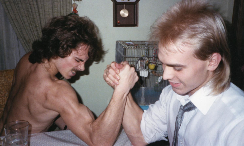 Arm Wrestling by  KAZ Vorpal