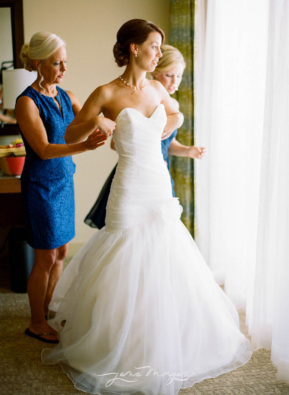 bridal-getting-ready-planning-destination-wedding.jpg