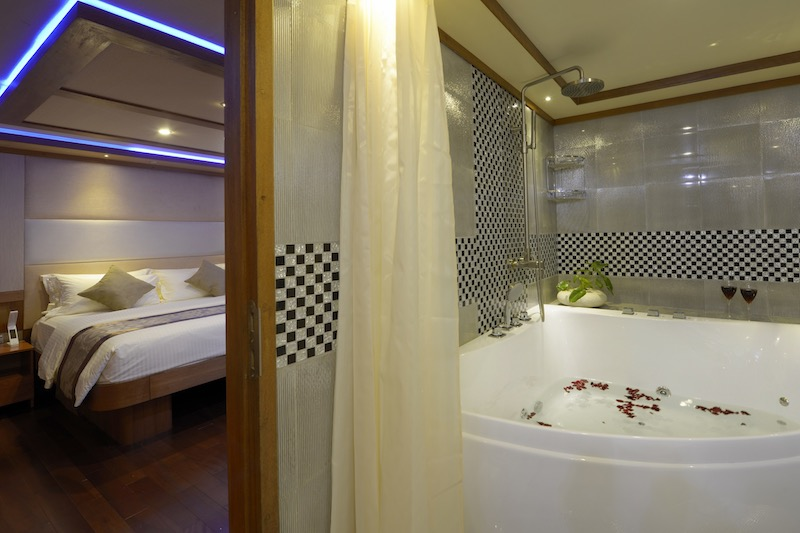 MALDIVES BLUE FORCE ONE Master Suite toilet jacuzzi RESIZED.jpg
