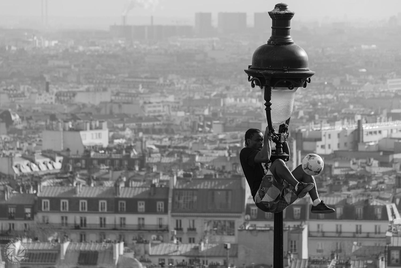 Paris-France-Iya-Traore-the-Juggler-of-Montmartre-2013.02.09-2013-02-09_007714-Edit.jpg