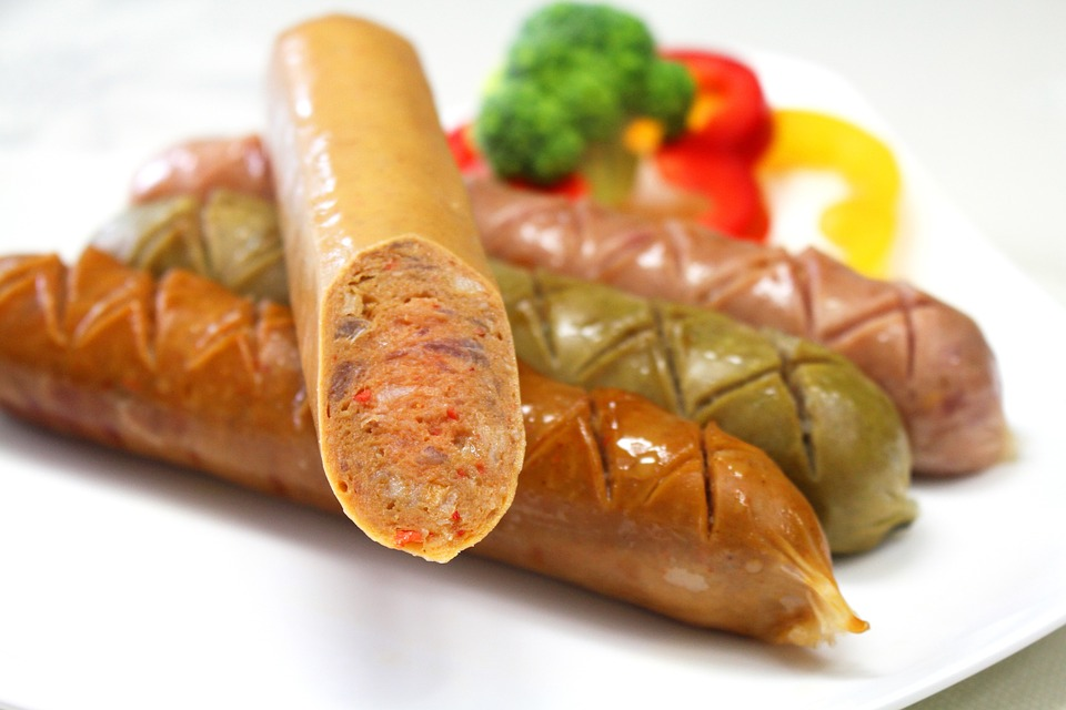 Any SAUSAGE would do, but I choose lean turkey SAUSAGES as they contain less fat and are full of nutrients.