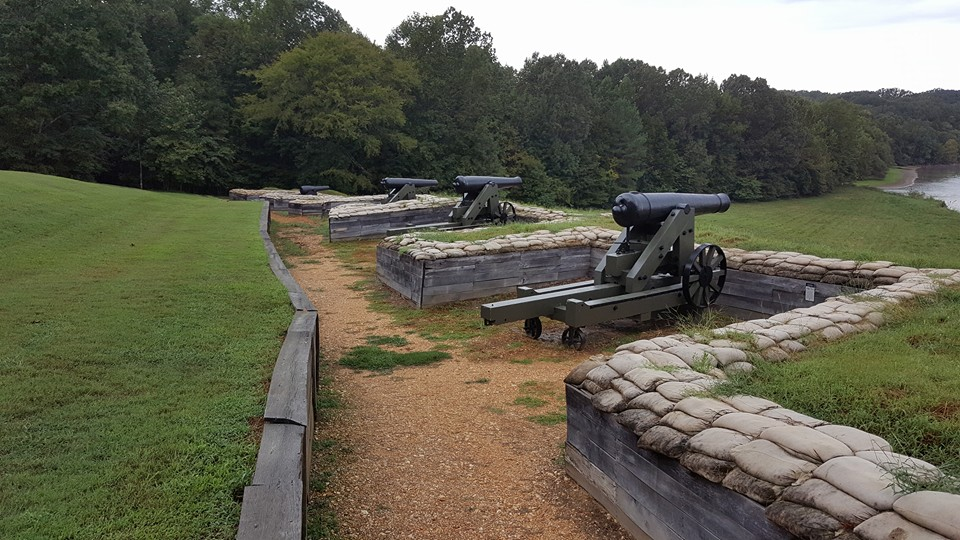 THE ROW OF GUNS CONSISTING OF THE LOWER BATTERY, EACH WITH ITS OWN REVETMENT. SOURCE: AUTHOR.