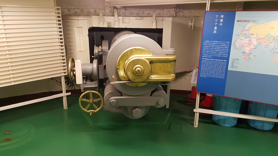 One of the Mikasa's secondary 6.5-inch guns. The galleries where these guns were house have been converted into exhibit space, supported by large text and photographic panels. Photo: author.