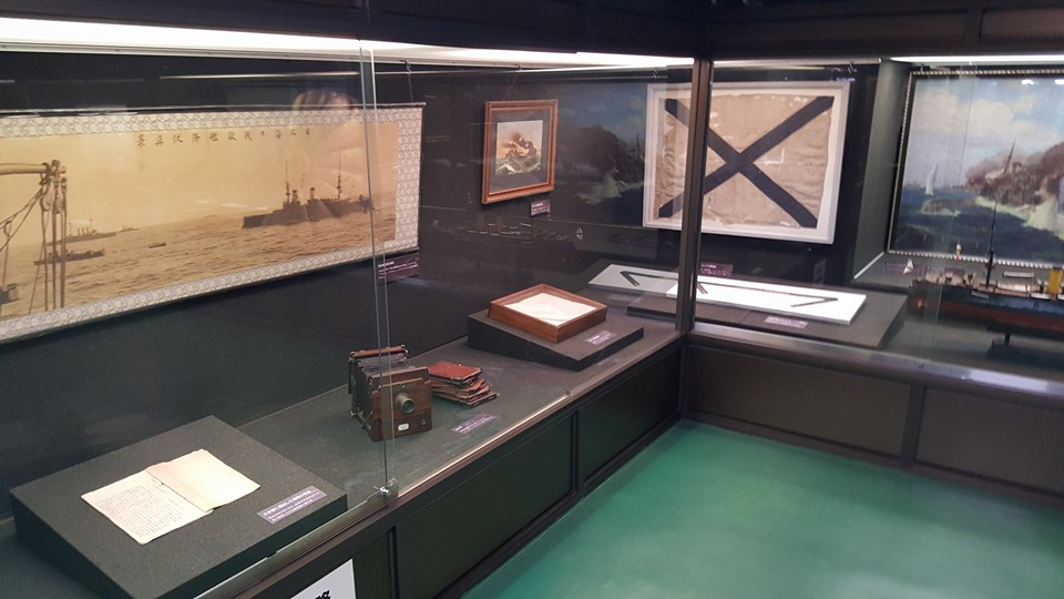 One of the many exhibits which are located on the lower deck of the Mikasa. This lower deck has been converted in large part into a museum space. Photo: author.