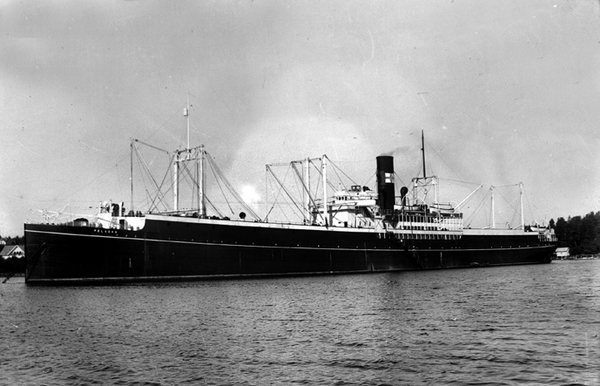 The Norwegian factory ship Pellagos, one of the Norwegian whaling vessels captured by the Pinguin in January 1941. Photo source: Wikipedia.