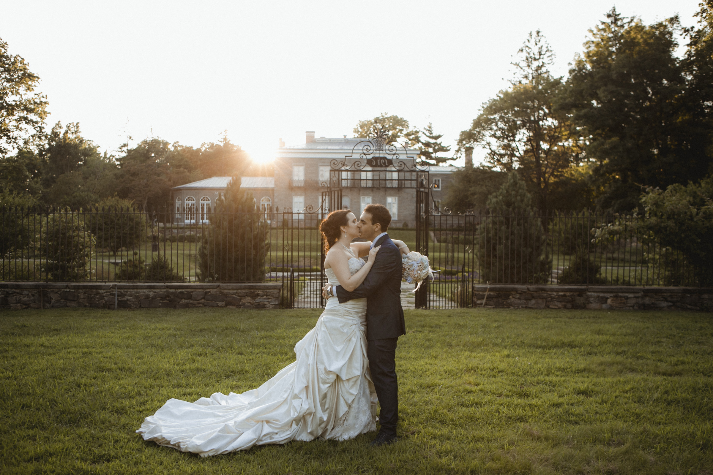 Romantic kiss backlit by sunset | Bartow-Pell Mansion wedding | Manhattan wedding | Bronx Wedding | Cathy & Antonello's wedding | Amy Sims Photography