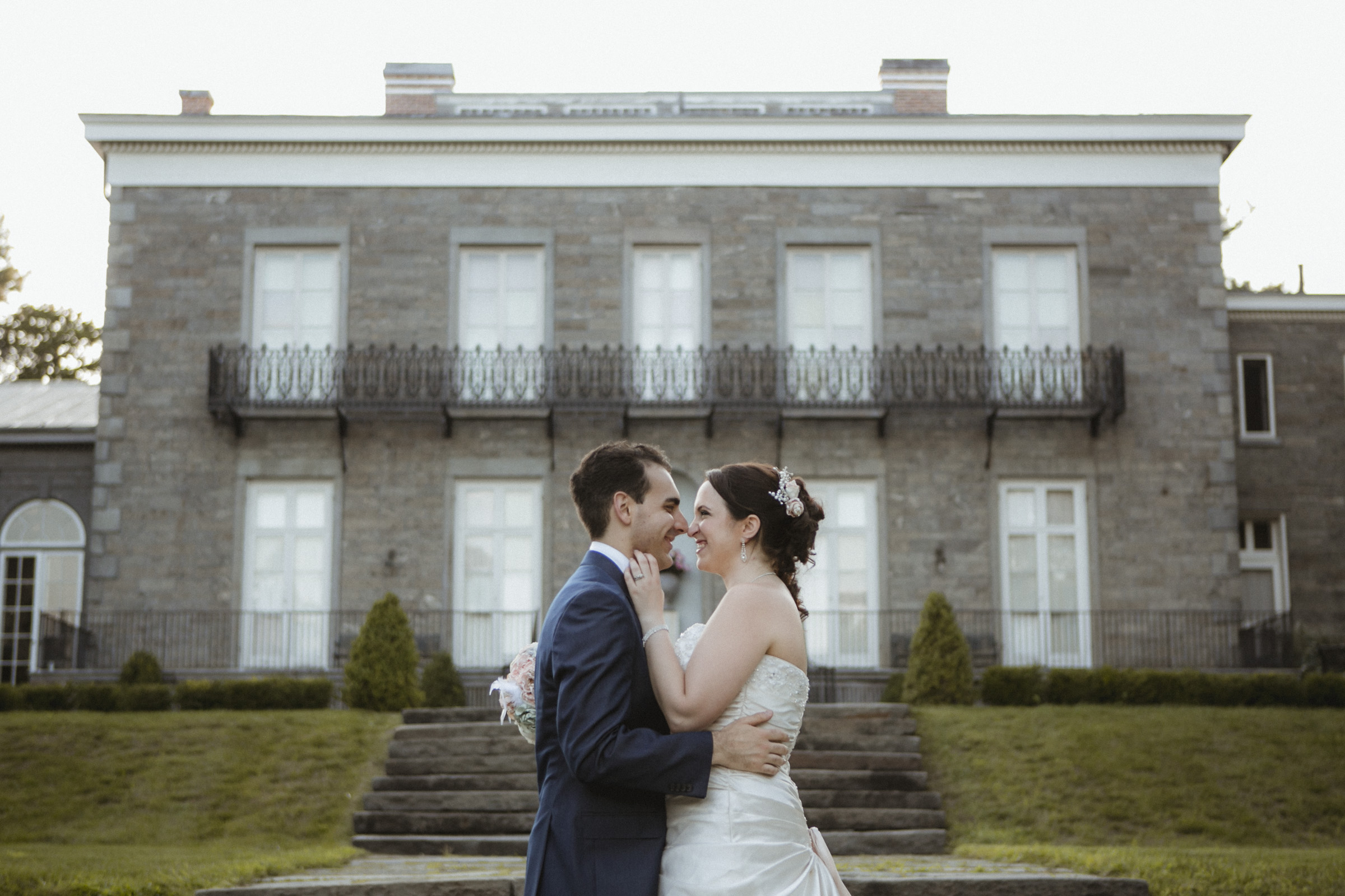 Playful bride and groom | Bartow-Pell Mansion wedding | Manhattan wedding | Bronx Wedding | Cathy & Antonello's wedding | Amy Sims Photography