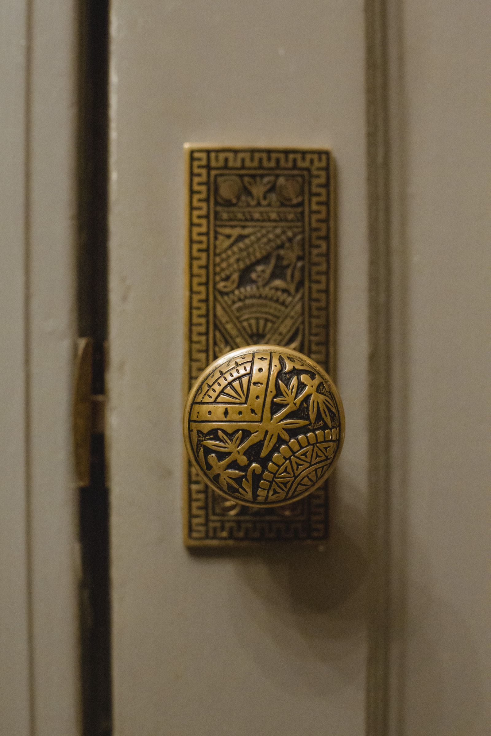 Amy Sims Photography | close up of ornate door knob | Naturally Delicious Private Dinning Room Wedding | Brooklyn wedding photographer