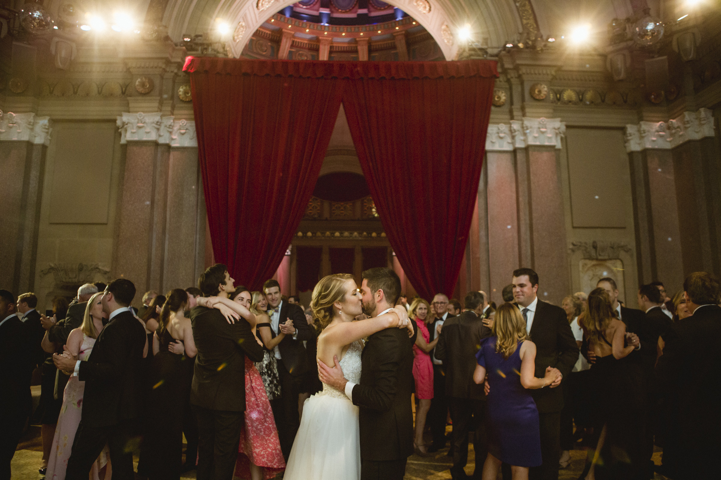 Amy Sims Photography | Bride and groom share a kiss on the dance floor surrounded by guests slow dancing together | Weylin wedding | Brooklyn Wedding photographer