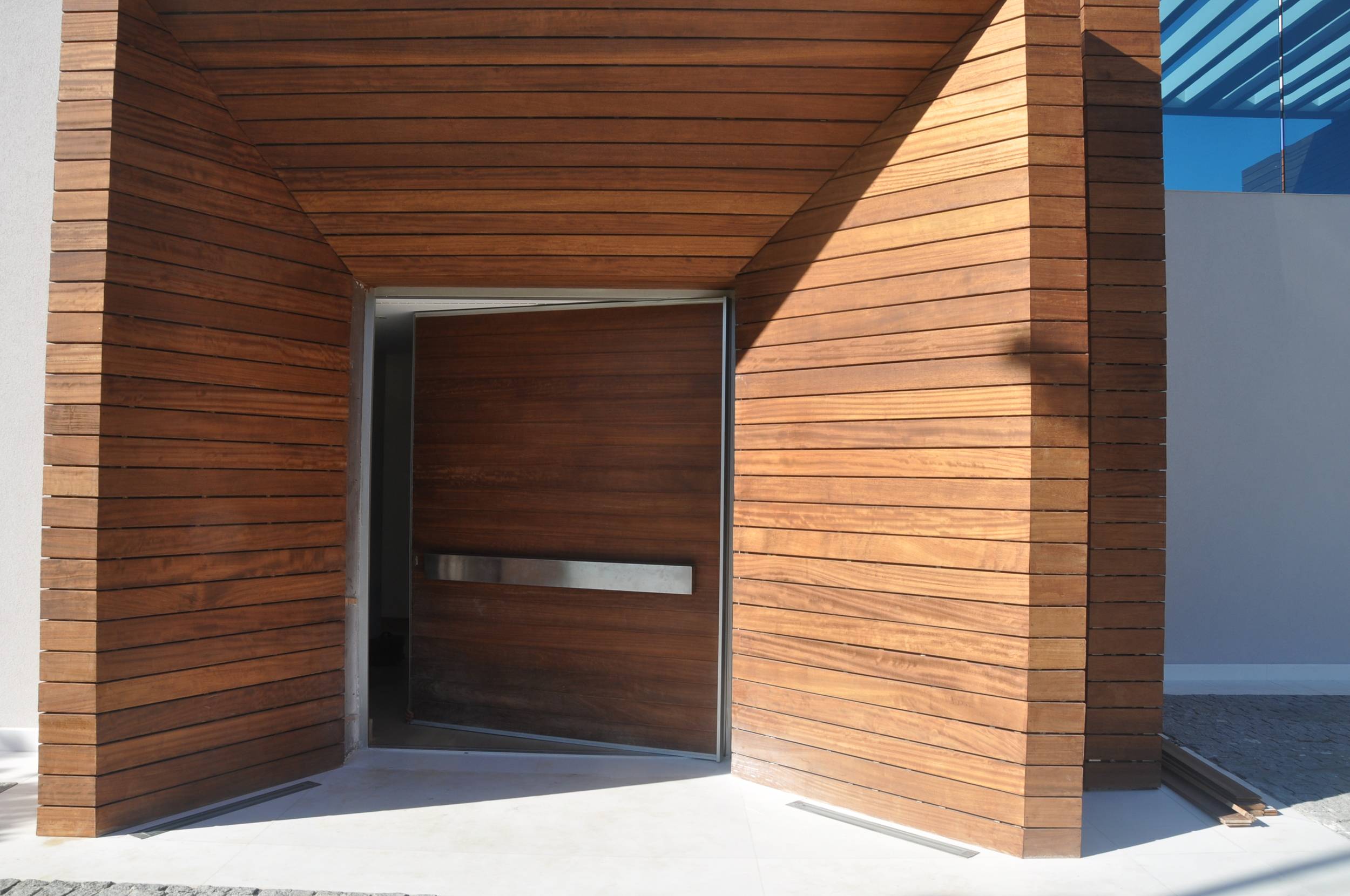 Vitrocsa minimal windows large panel glazed pivot door not Panoramah