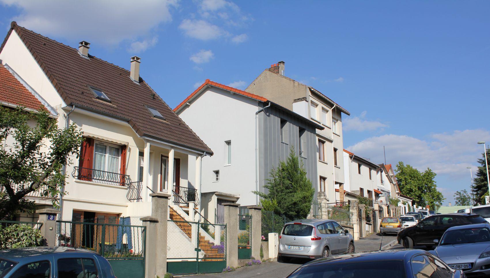 09_facade rue loin.jpg