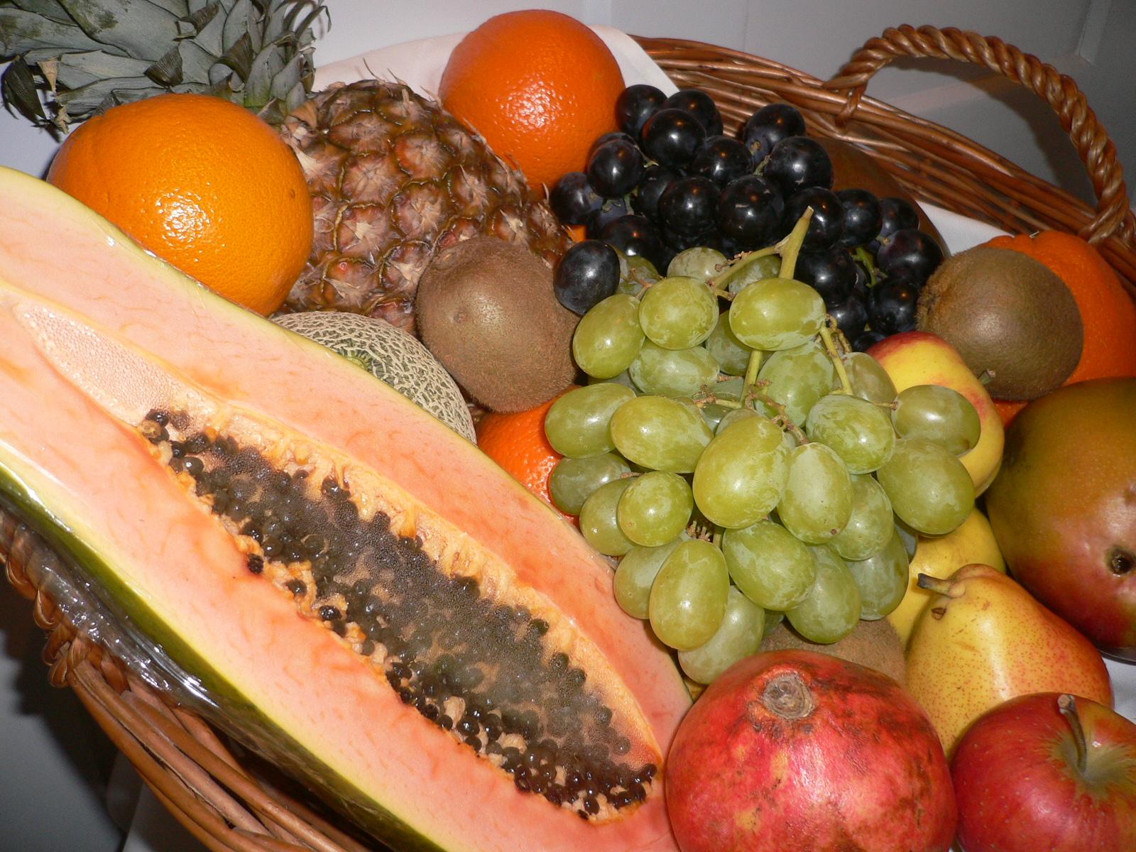 Korb mit Früchten.JPG