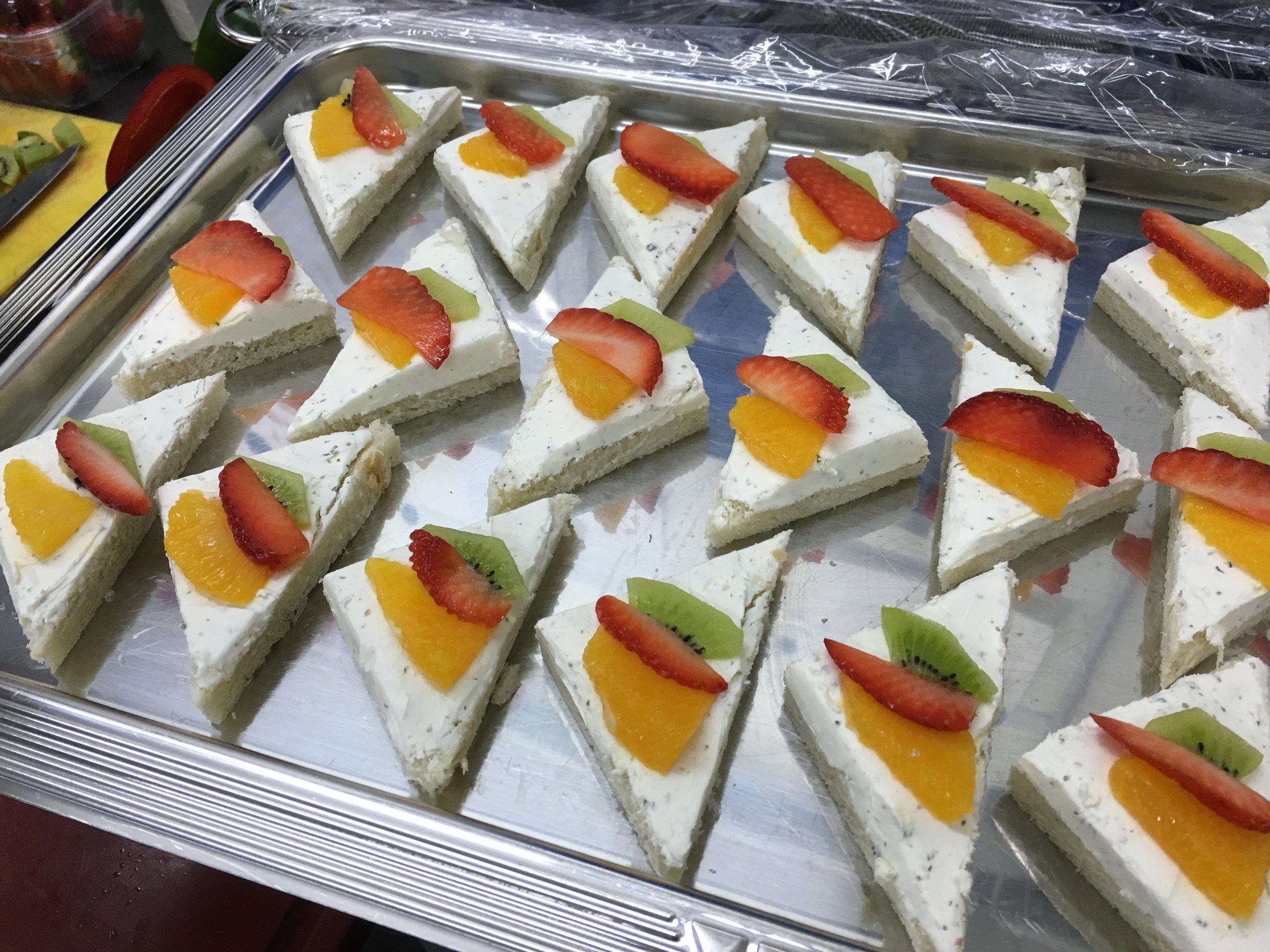Canapées mit Frischkäse.JPG