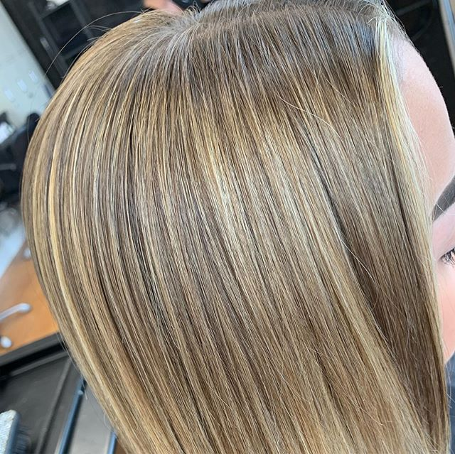 Katie's new hair 🙌🏽 beautifully soft blend 😍😍 colour by our Designer stylist Aleena #paulmitchellcolor #pm #paulmitchelluk #paulmitchellpro #paulmitchell #veganhair #veganhaircolour #vegancare #bizzaz #hair #bizzazhair #exeter #devon