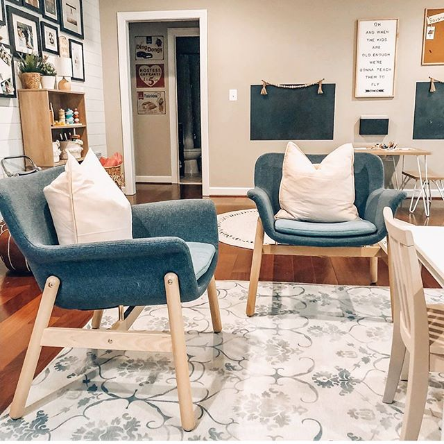 Oh my goodness, how cute did Jen @ourrentedhouse kids homeschool room turn out. I mean this is a room my kids could love and make their selves right at home! ♥️♥️♥️ . . . #kismetcheckoutmyhouse #currenthomeview #myhousebeautiful #designsponge #bhghome #magnoliahome #mycurrentdesignsituation #homesweethome #playroom #playroomdecor #interiorforkids #midcenturymodern #showmeyourstyle #bohochic
