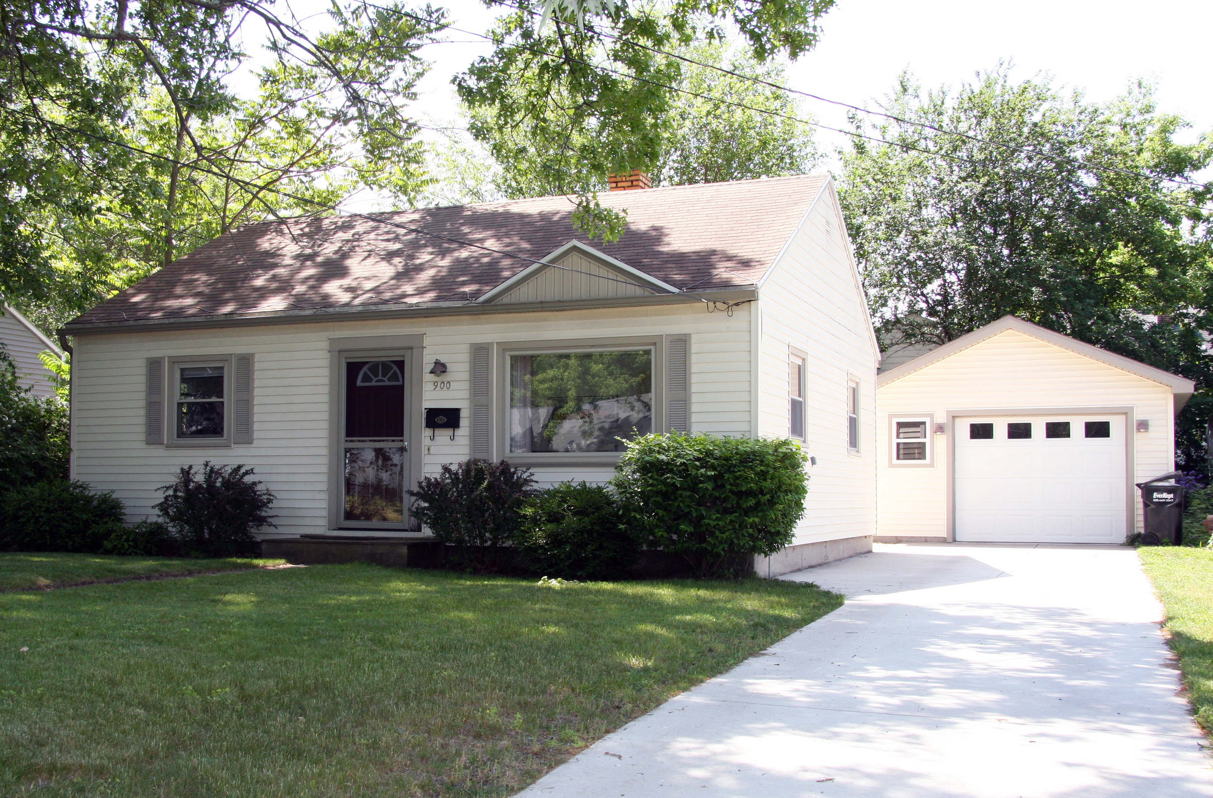900 SW 33rd Street, Wyoming, MI - Adorable ranch home that has been completely updated!