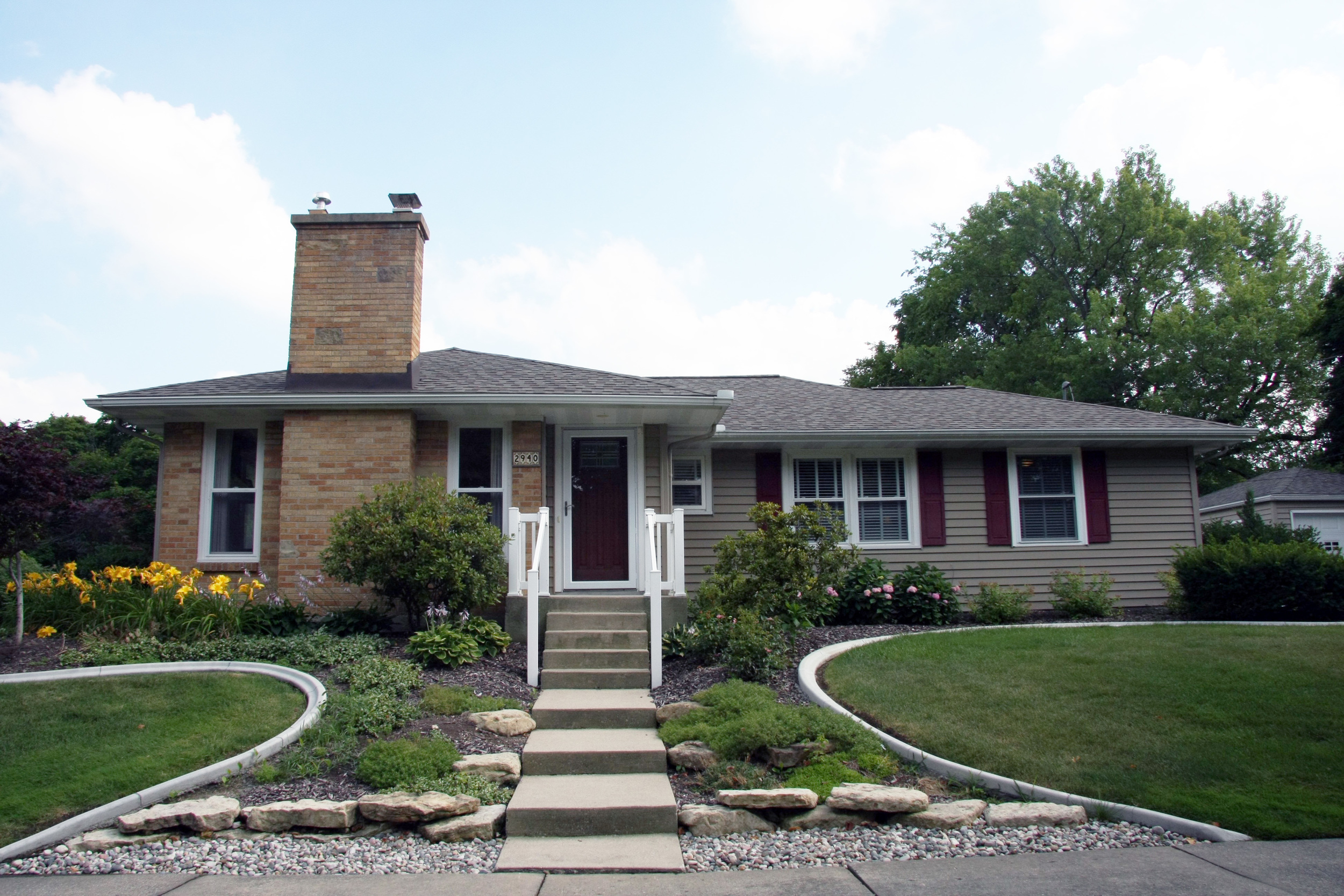 2940 Maplewood Drive SE - Immaculate and move-in ready in EGR!