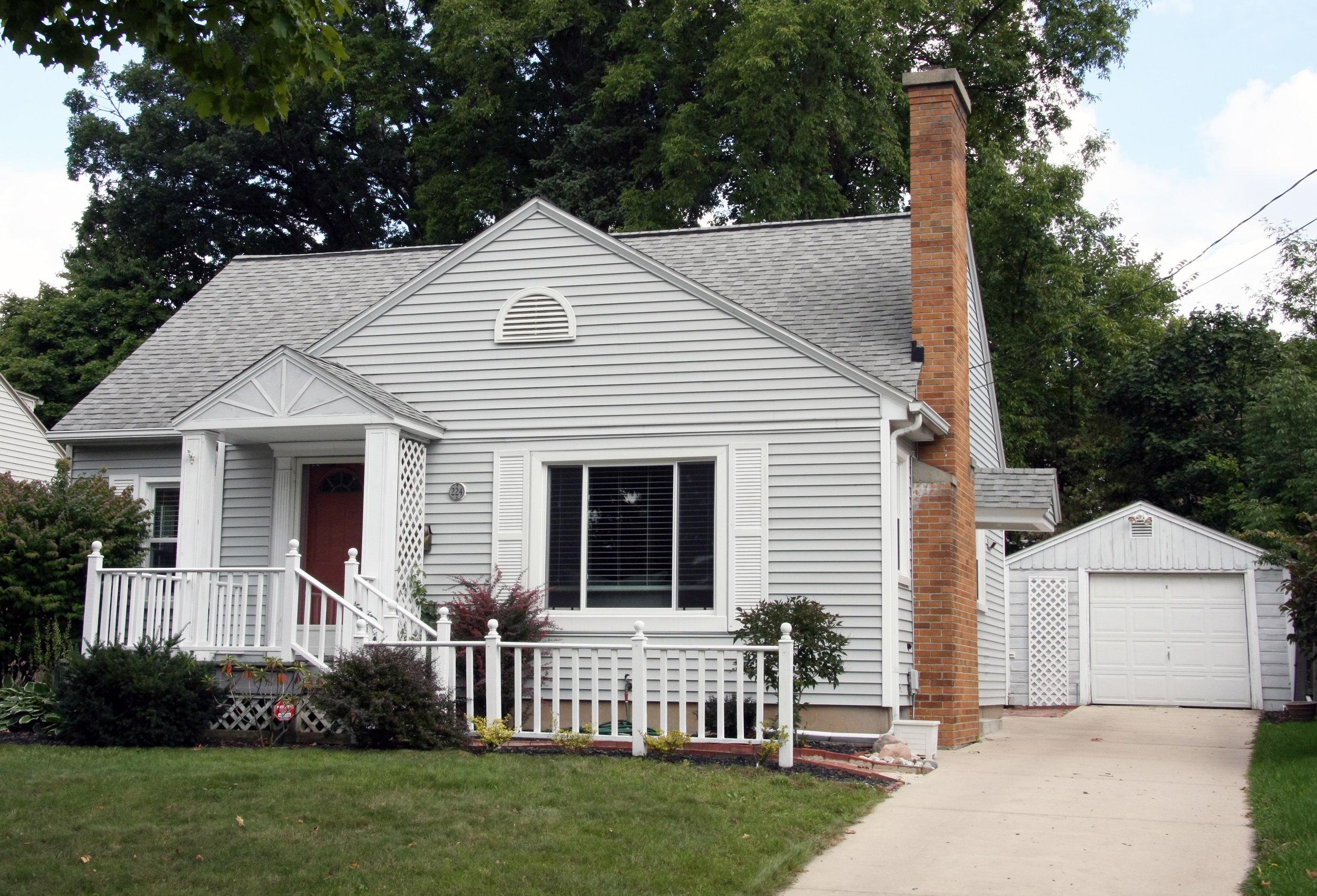 224 Wallinwood Street NE, Grand Rapids, MI- Adorable 3 bedroom near Aquinas College