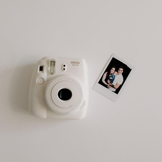 Little tangible keepsakes, that's what photos are. Print yo pictures, throw em up all over your home. Keep one on your dashboard. Gosh, let's bring back the days where you had photos of your family in your wallet. That sounds SOOOOO SWEET.