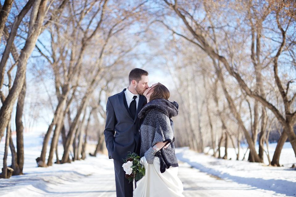 edmonton-winter-wedding-couple.jpeg