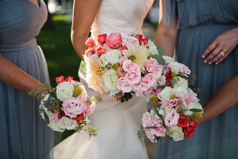 Fleur-Inc-Wedding-Lake-Geneva-Lakeside-Wedding-Five-Grain-Events-Anna-Guziak-Lush-Bridal-Bouquet
