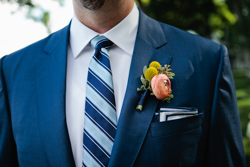 Fleur-Inc-Wedding-Lake-Geneva-Lakeside-Wedding-Five-Grain-Events-Anna-Guziak-Lush-ranunculus-boutonniere