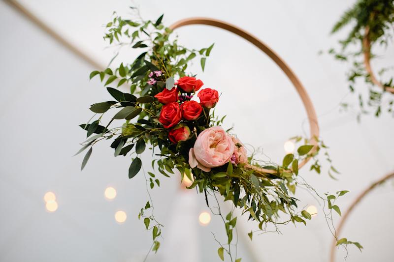 Fleur-Inc-Wedding-Lake-Geneva-Lakeside-Wedding-Five-Grain-Events-Anna-Guziak-floating-centerpiece-orbs