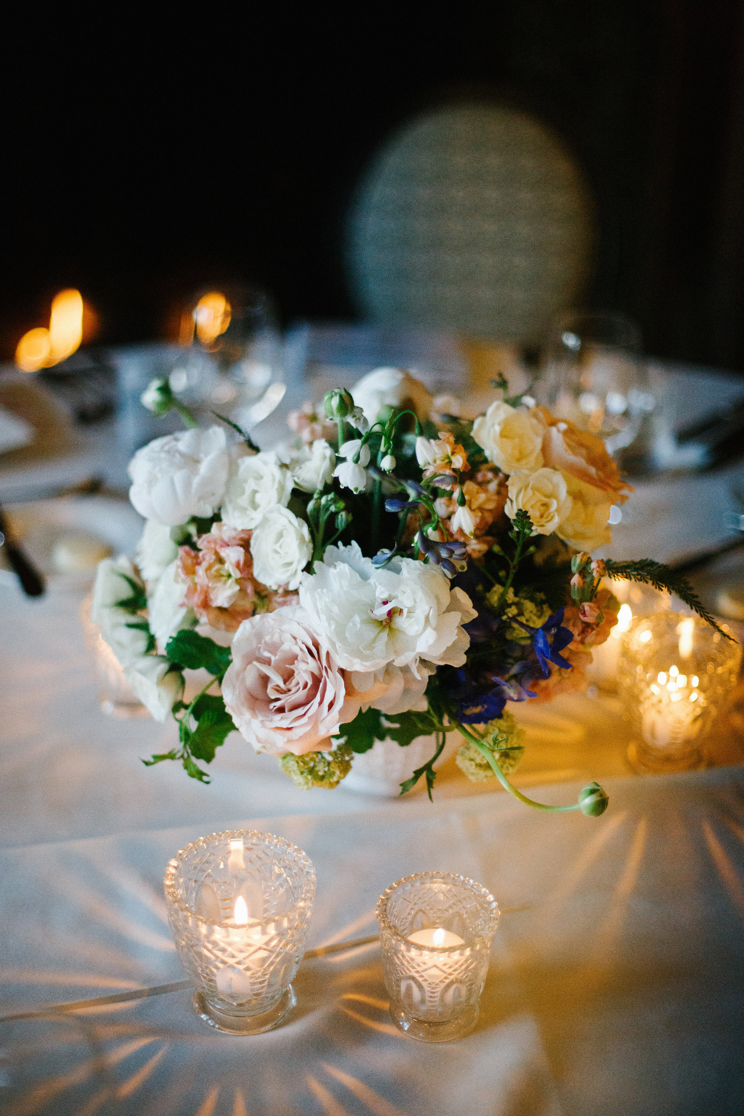 Fleur-Inc-Wedding-Chicago-Athletic-Association-Kina-Wicks-Photography-LIven-It-Up