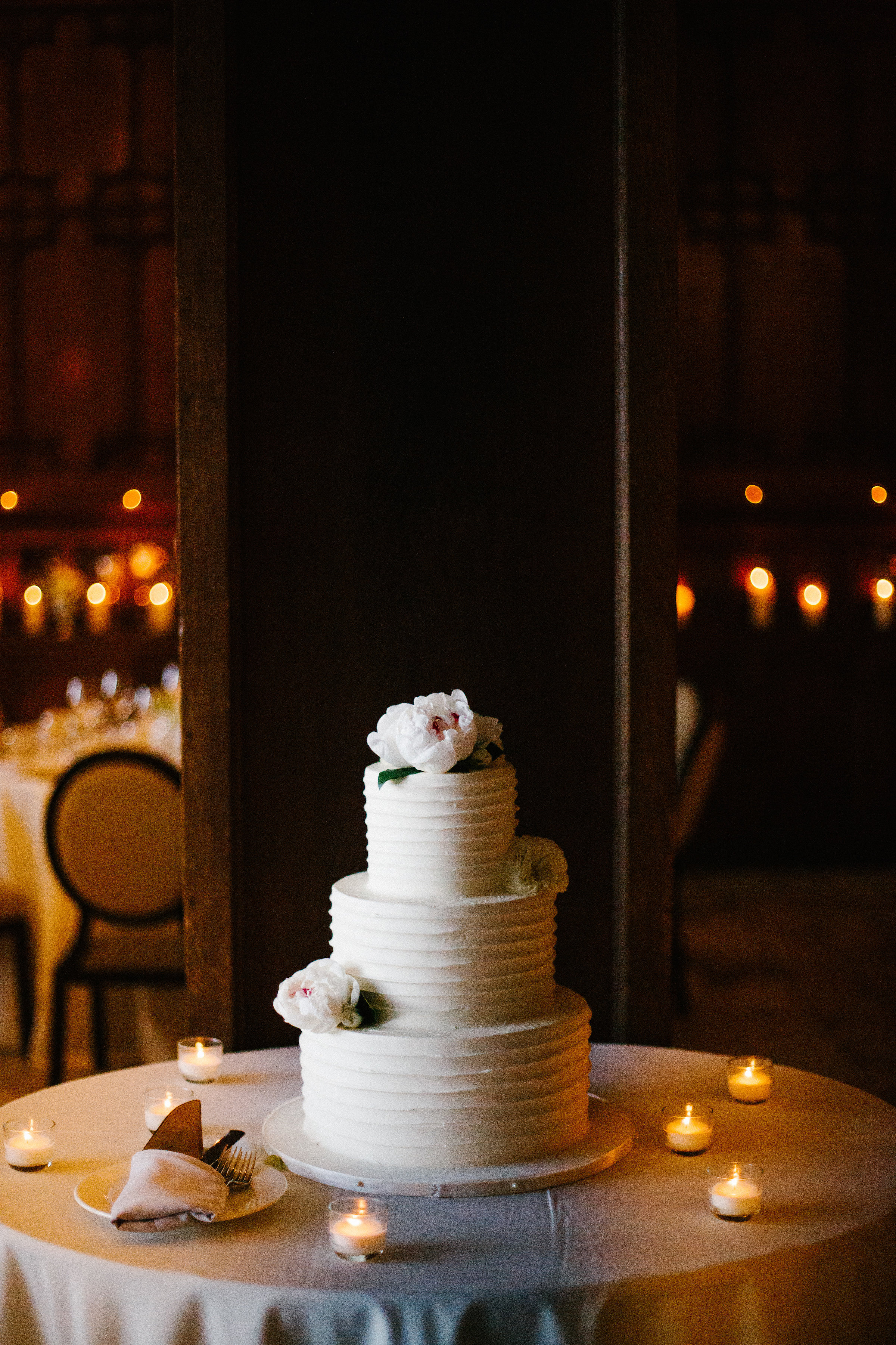 Fleur-Inc-Wedding-Chicago-Athletic-Association-Kina-Wicks-Photography-Liven-It-Up-Cake-Flowers-Peonies-