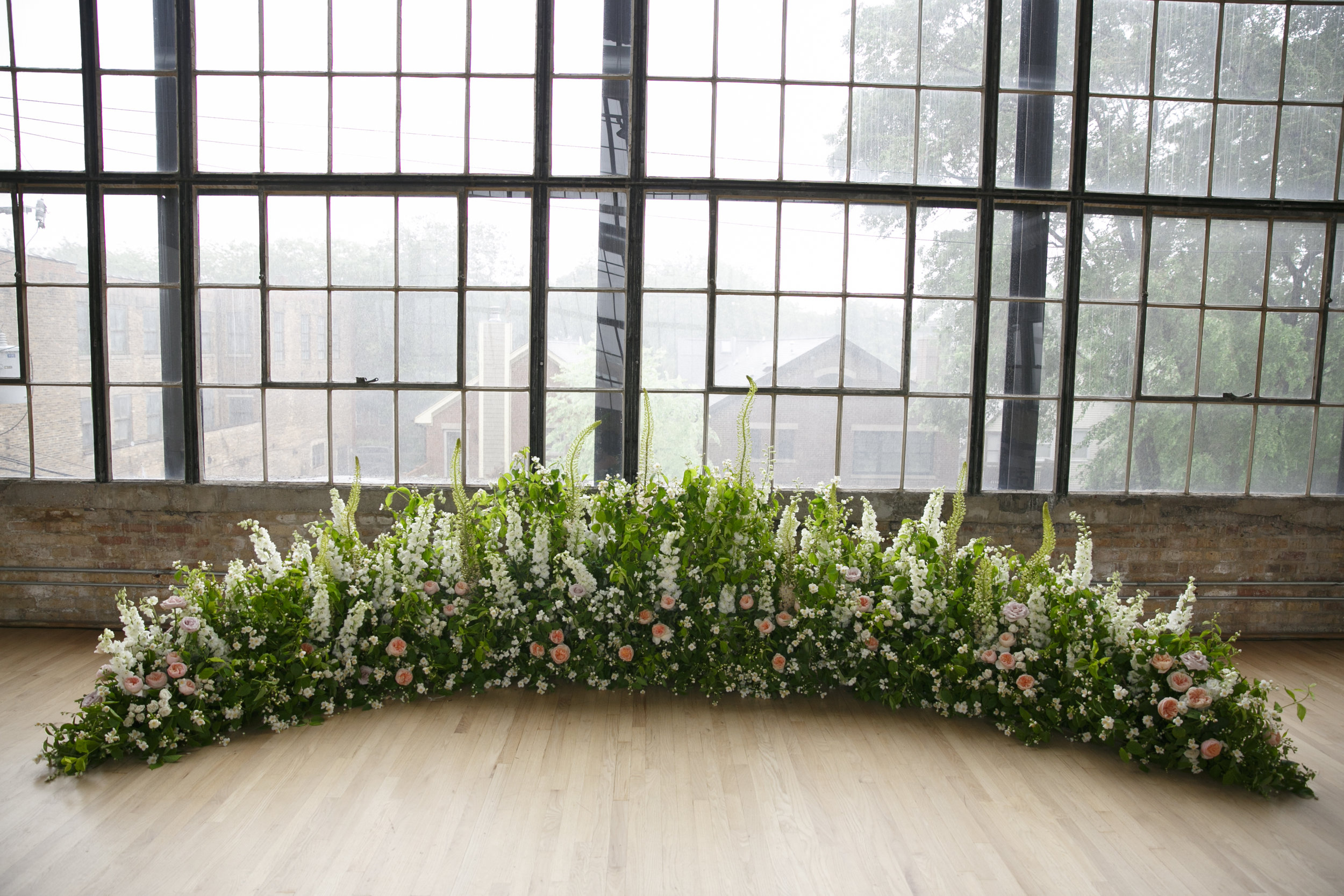 Fleur-Inc-Summer-Wedding-Lola-Events-Ravenswood-Event-Center-Wedding-Ceremony-Half-Moon